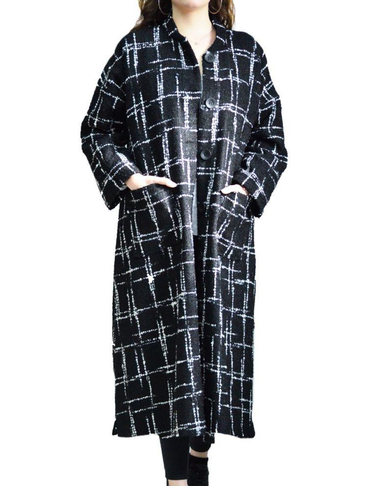 Μακρύ Μαύρο Παλτό με Τσέπες και Λευκές Λεπτομέρειες